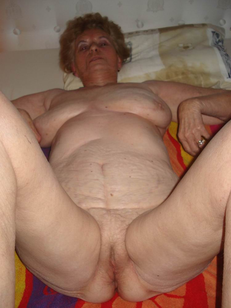 Hairy granny shows her wrinkled body